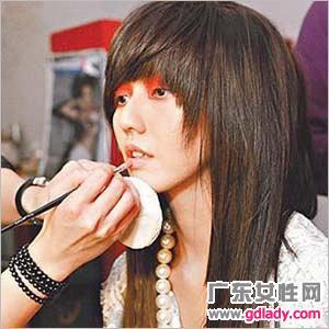 齐刘海的长发,告别短发,孙燕姿蓄长发求新突破.