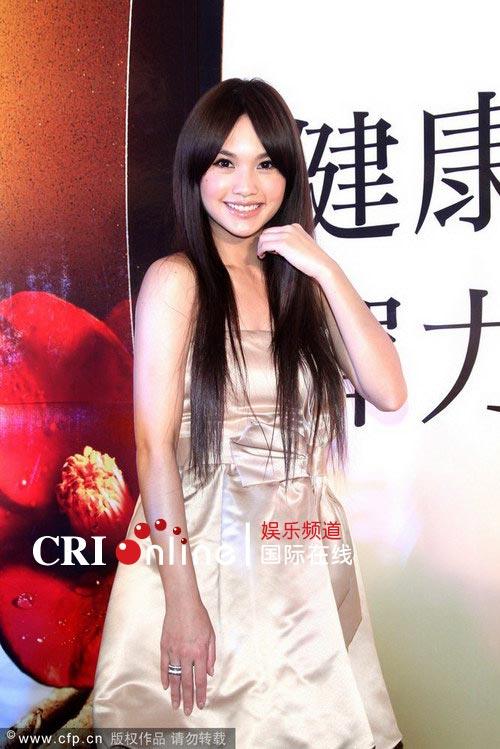杨丞琳代言洗发水长发飘逸图片