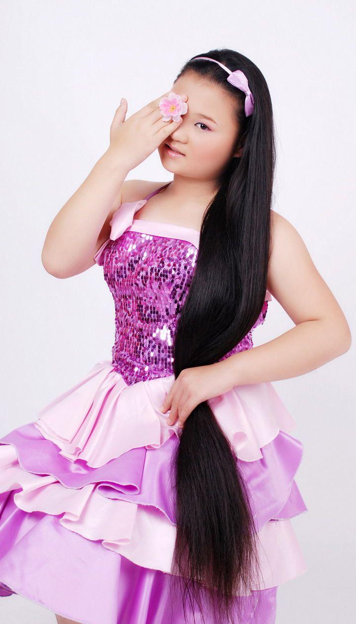 11岁的新疆长发小女孩