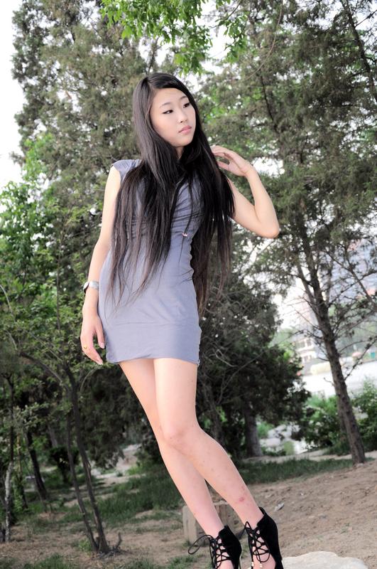 人体漏阴艺术百度_网上的长发美女-1