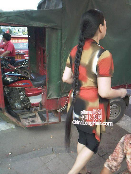 街头显现大辫子 中国长发网