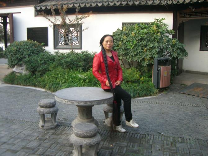 重庆超长发女祝大家国庆快乐 下一组图片: 如今这样的大辫子,实属