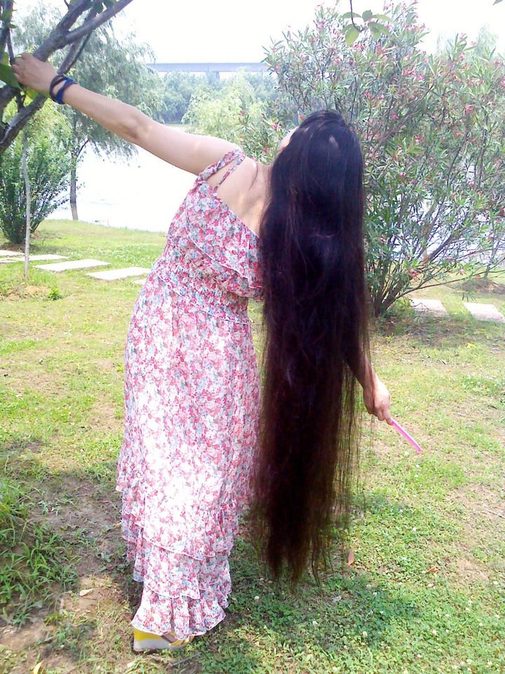 美丽的长发背影