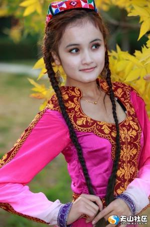 新疆头发图片_新疆姑娘辫子长 - [中国长发网]