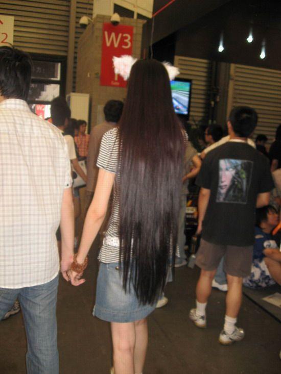 身材高挑的长发美女