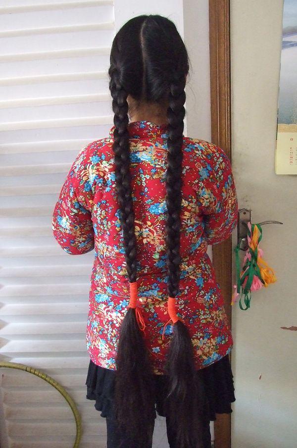济南的11岁女孩的长双辫 竖