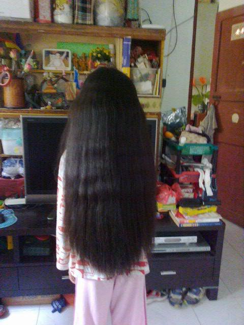 11岁小姑娘丰厚的及腰长发