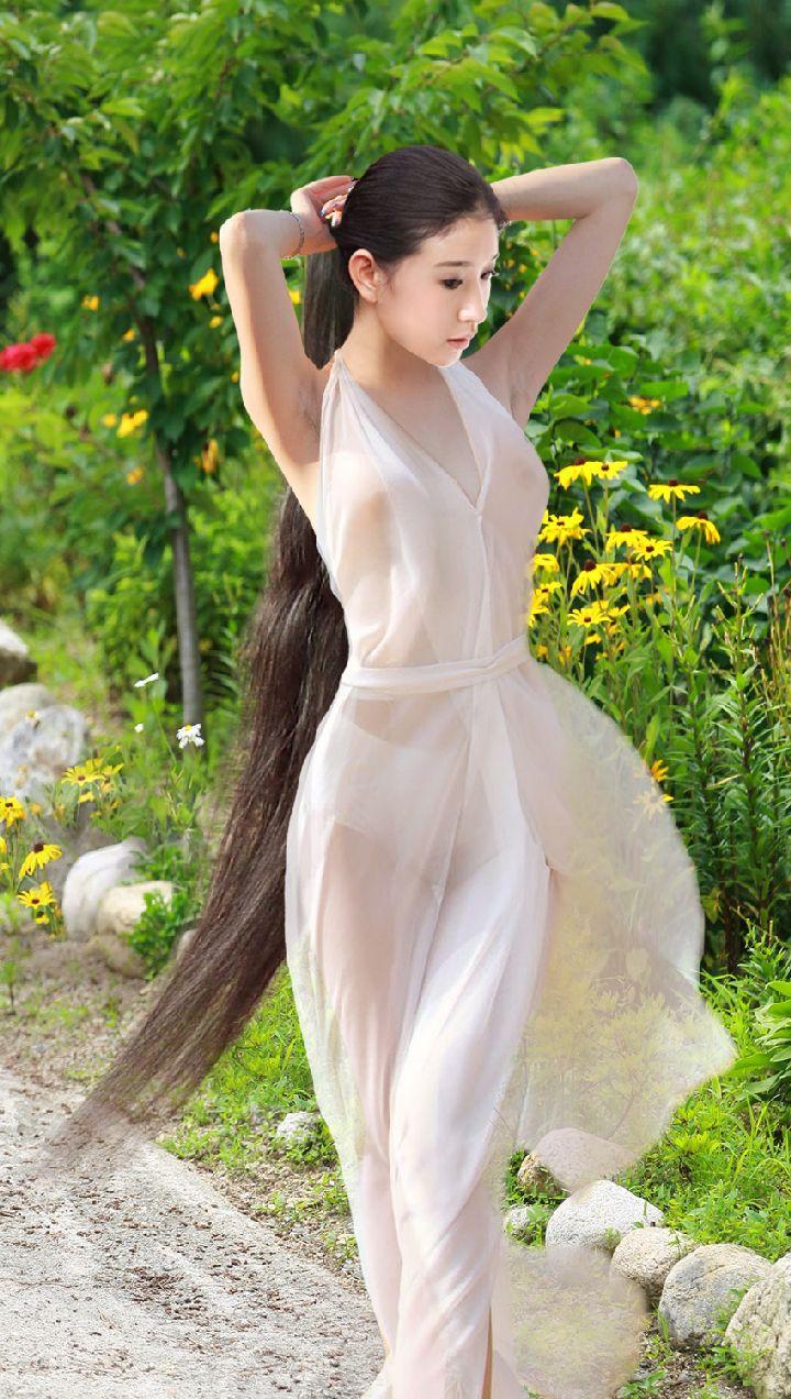 美得不真实的长发女孩