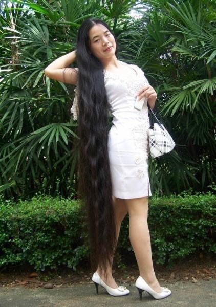高跟旗袍的长发女